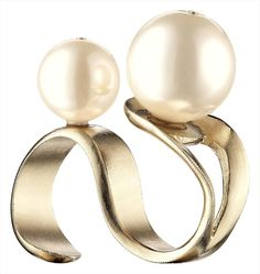CHANEL pearl ring prefer it with a single pearl Chanel Fashion, Fashion Rings, Fashion Jewelry, Pearl Ring, Pearl Jewelry, Fine Jewelry, Chanel Pearls, Chanel Ring, Unusual Rings