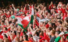 Inno Galles: Video e curiosità per una canzone storica e commovente L'inno del Galles è uno dei più commoventi e sentiti di tutto l'Euro 2016. Lo abbiamo ascoltato durante la partita contro la Slovacchia e oggi lo sentiremo contro l'Inghilterra. E' scritto in lingua  #euro2016 #galles #inno #curiosità #calcio