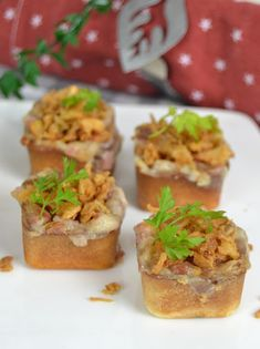 3 APERITIVOS CALIENTES en tartaletas para NAVIDAD Party Finger Foods, Canapes, Baked Potato, Tapas, Muffin, Catering, Recipies, Appetizers, Potatoes