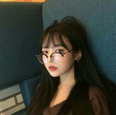 girl, asian, and ulzzang image Asian Glasses, Bangs And Glasses, Girls With Glasses, Korean Bangs, Light Bangs, Light Makeup Looks, Pretty Korean Girls, Ulzzang Korean Girl, Uzzlang Girl
