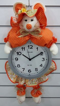 ........ Kids Crafts, Ideas Para, Clock, Diy Projects, Dolls, Illustration, Clock Craft, Handmade Dolls, Diy And Crafts