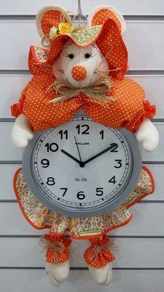 Ideas Para, Diy Projects, Clock, Dolls, Illustration, Crafts, Clock Craft, Handmade Dolls, Diy And Crafts