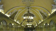 Precioso metro de Moscú, en su interior se pueden contemplar maravillosas obras de arte...  http://www.viajestransvia.com
