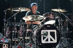 Chad Smith (Red Hot Chili Peppers) with Chickenfoot. #drums #drummers #RHCP http://www.pinterest.com/TheHitman14/musician-drummers-%2B/