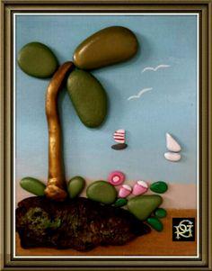 Sotto l'albero.....sul mare-Painted Stones di Rosaria Gagliardi