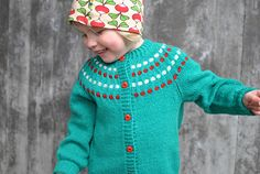 $5 SPORT knitted from the bottom up with a round dotted yoke. You knit the body in one piece back and forth until you reach the underarm, where you divide the work in back and fronts. Three sets of short rows are made over the back to raise the yoke for a more comfortable fit of the neckline. The sleeves are knitted in the round until you reach the underarm sleeve length. Thereafter, you continue to work th...