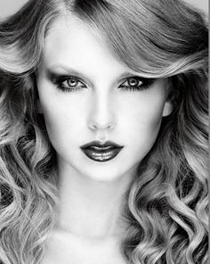 Michael Thompson for Allure Taylor Swift doesn't look at old photo albums to reminisce about past romances—she dabs on a… Taylor Swift Gallery, Taylor Swift Album, Taylor Swift Hot, Taylor Swift Style, Taylor Swift Pictures, Swift 3, Taylor Swift Country, Swift Images, Taylor Swift Makeup