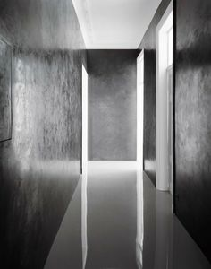 Interior corridor of the Berlin apartment of Angelika Taschen by David Adjaye. Photo by Hiepler Brunier.