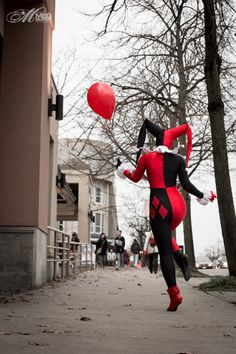 Harley Quinn Cosplay http://geekxgirls.com/article.php?ID=1365