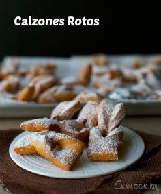 Chilean Calzones rotos, a fried little pastry. Latin American Food, Latin Food, Chilean Recipes, Chilean Food, Chilean Desserts, Good Food, Yummy Food, Pan Dulce, International Recipes