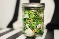 6 przepisów na zdrowe posiłki do pracy/szkoły! - Codziennie Fit Cottage Cheese, 2 Ingredients, Cucumber, Catering, Healthy Lifestyle, Mason Jars, Paleo, Lunch Box, Health Fitness