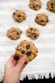 Chocolate Chunk Almond Oatmeal Cookies - Obsessive Cooking Disorder Oatmeal Cookie Recipes, Oatmeal Cookies, Tasty, Yummy Food, Cookies Ingredients, Quinoa, A Food, Food Photography, Grains