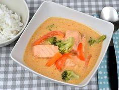 Thaigryta med lax och röd curry Thai Red Curry, Broccoli, Vegetarian Recipes, Food And Drink, Dessert, Baking, Ethnic Recipes, Dinner Ideas, Deserts