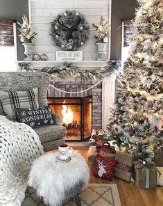 Decoration Christmas, Christmas Mantels, Farmhouse Christmas Decor, Noel Christmas, Country Christmas, White Christmas, Vintage Christmas, Victorian Christmas, Christmas Lights