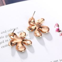 White Austrian Rhinestone Rose Gold Plated Stud Earrings For Women Vintage Fashion Jewelry Brinco Like and share! www.lolfashion.ne... #Jewelry #shop #beauty #Woman's fashion #Products