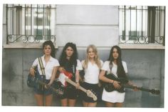 HINDS! I LOVE THIS BAND