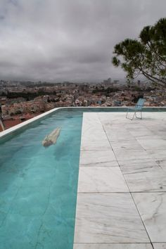 Leopold Banchini Architects and architect Daniel Zamarbide have built a concrete house called Casa do Monte around a central core of local pink marble. Contemporary Architecture, Landscape Architecture, Ideas De Piscina, Concrete Interiors, Concrete Structure, Roof Plan, Swimming Pool Designs, Pink Marble, Pool Houses