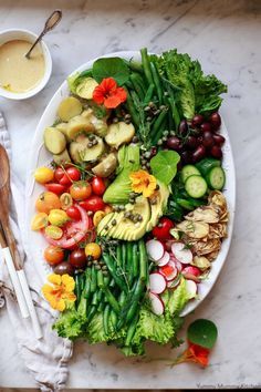 A beautiful Nicoise salad is the best spring salad! This vegan nicoise salad is made with green beans, potatoes, tomatoes, and a creamy shallot vinaigrette. Green Beans With Shallots, Green Beans And Potatoes, Delicious Vegan Recipes, Real Food Recipes, Vegetarian Recipes, Whole Wheat Pizza, Nicoise Salad, Peanut Recipes, Spring Salad