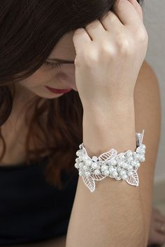 #DIY lace and pearls cuff #bracelet #tutorial