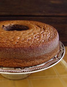 Try this chocolate milk cake recipe, it's creamy, fluffy and delicious. Excellent to serve with a hot cup of coffee. Portuguese Desserts, Portuguese Recipes, Baking Recipes, Cake Recipes, Dessert Recipes, Food Cakes, Chocolates, Southern Pound Cake, Milk Cake