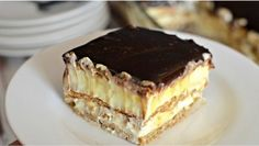 This easy graham cracker eclair cake recipe an easy, no bake dessert that's sure to impress the family every time! No Bake Eclair Cake, Eclair Cake Recipes, Chocolate Eclair Cake, No Bake Cake, Chocolate Glaze, Chocolate Frosting, Easy No Bake Desserts, Delicious Desserts, Dessert Recipes