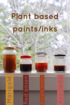 Making natural paints from onion skins, avocado seeds and marigold flowers Natural Dye Fabric, Natural Dyeing, How To Make Ink, Tinta Natural, Skin Paint, Avocado Seed, Homemade Paint, Marigold Flower, Gum Arabic