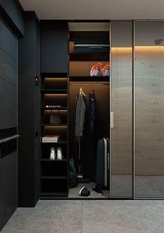 Строгий мужской гардероб с зеркальными дверями-купе