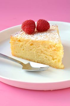 You'll love this buttery and moist Lemon Ricotta Cake made with fresh lemons. Topped with mascarpone cream and fresh raspberries, it's the perfect lemon dessert. Ricotta Dessert, Lemon Ricotta Cake, Mascarpone Cake, Mascarpone Recipes, Lemon Cakes, Lemon Desserts, Healthy Desserts, Easy Desserts, French Desserts