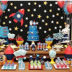 Festa Astronauta  Encontrei no IG @encontrodefestas e @festademeninos Por @catchmyparty #ideiasdebolosefestas #festademeninos  #festaespacial #festaastronauta  #inspiração #festamenino