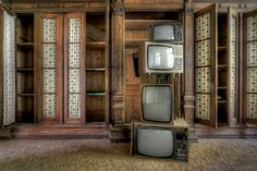 http://remarkable-pictures.blogspot.com/2014/06/abandoned-places.html
