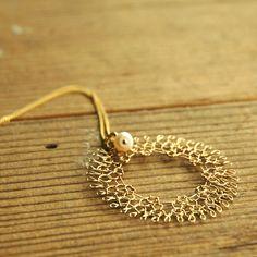 Dream catcher necklace , Gold wire crochet pearl jewelry , Dreamcatcher crochet circle pendant , Wire jewelry