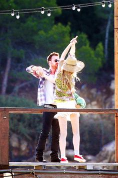 """"""" Aaron Paul and Imogen Poots filming A Long Way Down [x] """""""