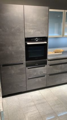 Modern And Trendy Kitchen Cabinets Ideas And Design Tips – Home Decor World Kitchen Pantry Design, Luxury Kitchen Design, Home Decor Kitchen, Interior Design Kitchen, Kitchen Ideas, Kitchen Organization, Nobilia Kitchen, Miele Kitchen, Kitchen Decorations