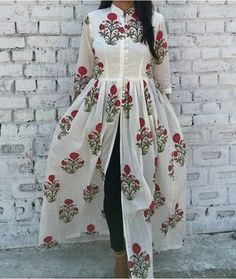 Shop online Red floral mandarin cape Block printed malmal cape with mandarin collar neckline and lining in the bodice. The high front slit adds to the glam appeal of this cape Pakistani Dresses, Indian Dresses, Indian Outfits, Modest Fashion, Hijab Fashion, Fashion Dresses, Fashion News, Women's Fashion, Indian Attire