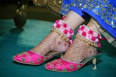 Match your flower anklets with your footwear! Bridal Earrings, Bridal Jewelry, Gold Jewellery, Flower Jewelry, Jewelery, Handmade Jewellery, Dress Jewellery, Silver Jewelry, Jewelry Ads