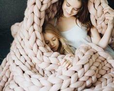 Chunky knit throw blankets for sofa are arm knitted from softest merino wool yarn. Only best quality material is used - eco organic certified and sustainable. Chunky Knit Throw, Chunky Blanket, Chunky Wool, Shabby Chic Sofa, Giant Knitting, Arm Knitting, Bed Runner, Emma Frost, Knitted Blankets