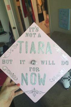 Disney Graduation Cap, Graduation Cap Designs, Graduation Cap Decoration, Graduation Diy, Nursing Graduation, High School Graduation, Graduation Pictures, Senior Pictures, Graduation Invitations