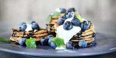 Vegaaniset lakritsiletut mustikoilla, usko tai älä lakritsi ja mustikka rakastavat toisiaan Waffles, Cereal, Vegan Recipes, Vegetables, Breakfast, Food, Desserts, Postres, Vegane Rezepte