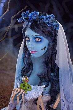 Corpse Bride - This one's for the more dedicated Halloween lovers. Tim Burton's 'Corpse Bride' character would make an awesome costume! Corpse Bride Makeup, Corpse Bride Costume, Amazing Cosplay, Best Cosplay, Halloween Cosplay, Halloween Make Up, Tim Burton Halloween Costumes, Skeleton Costumes, Vintage Halloween
