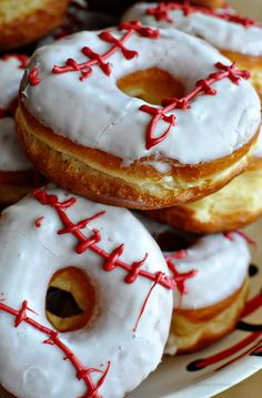 Make your own Baseball Donuts ~ so cute and easy to make... Perfect for snack, team party or birthday party!