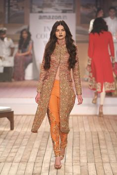 In a Different color Monisha Jaising Pakistani Couture, Indian Couture, Pakistani Outfits, Indian Outfits, India Fashion, Ethnic Fashion, Asian Fashion, Couture Week, Indian Attire