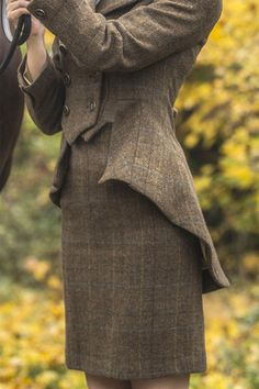 Tailored Skirt Fiddich Tweed Give your Great Scot style even more versatility… Look Retro, Look Vintage, Country Fashion, Country Outfits, Mode Style, Style Me, Classic Style, 90s Fashion, Vintage Fashion