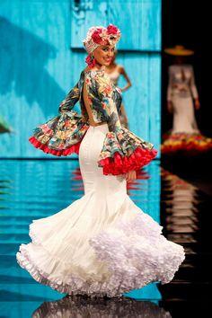Patricia Bazarot - Simof 2017 Fashion Art, Fashion Show, Fashion Design, Flamenco Costume, Spanish Dress, Spanish Fashion, Dance Outfits, Traditional Outfits, Dress To Impress