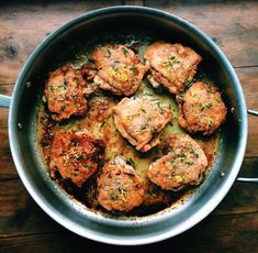 Just three ingredients turn this Rosemary and Lemon Roasted Chicken Thighs into a very special (and very simple! Easy Chicken Thigh Recipes, Great Chicken Recipes, Chicken Flavors, Rosemary Roasted Chicken, Roasted Chicken Thighs, Fried Chicken, Chicken Feed, Roast Chicken, Herbal Chicken Recipe