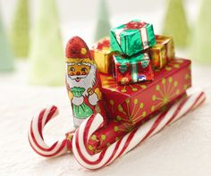 Santa's Candy Sleighs - 12 Wondrous DIY Candy Cane Sleigh Ideas That Will Leave Your Kids Open-Mouthed Christmas Projects, Holiday Crafts, Holiday Fun, Holiday Candy, Christmas Goodies, Christmas Candy, Christmas Holidays, Christmas Trees, Christmas Chocolates