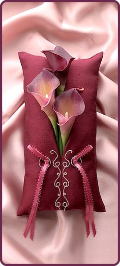 ateliersarah's ring pillow/Bordeaux ring pillow decorated with calla lily