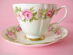 BEAUTIFUL VINTAGE COLCLOUGH TEACUP AND SAUCER GREEN WITH PINK ENGLISH ROSES NICE in Pottery & Glass, Pottery & China, China & Dinnerware   eBay