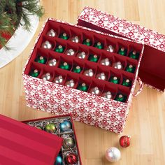 Trim the tree with efficiency thanks to this well-designed chest!