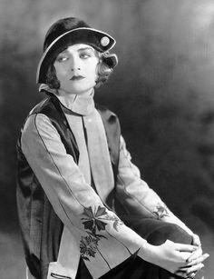 """Constance Bennett en """"Code of the West"""", 1925"""