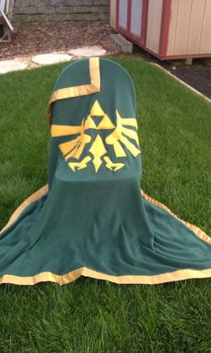 Hey, I found this really awesome Etsy listing at https://www.etsy.com/listing/180175638/legend-of-zelda-hylian-crest-fleece